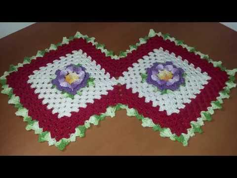 Trilho de mesa em crochê com Flor/Square com flor