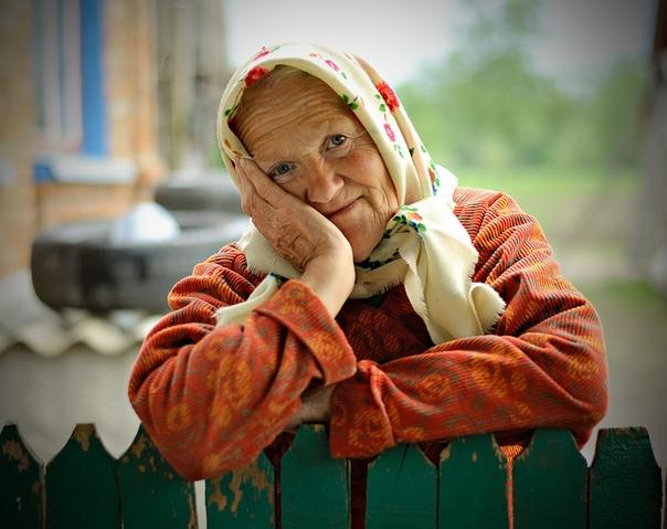 Эта история произошла в Новокузнецке Жила там бабушка одна. Когда ушёл её дедушка, загрустила она, некому стало её возить на дачу. Да и вообще тоскливо ей стало даже поговорить не с кем.