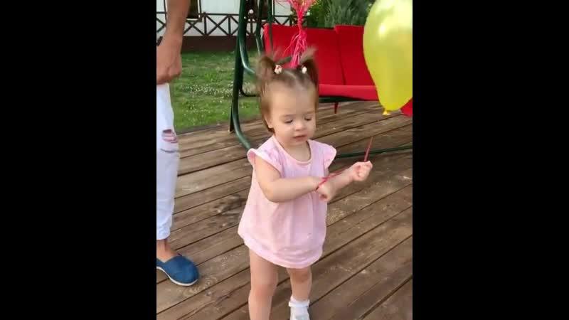 Оля Рапунцель Моя разноцветная любовь 💖 и танцующие папины ноги 🤩как же я обожаю тебя моя сладкая девочка 👼💞