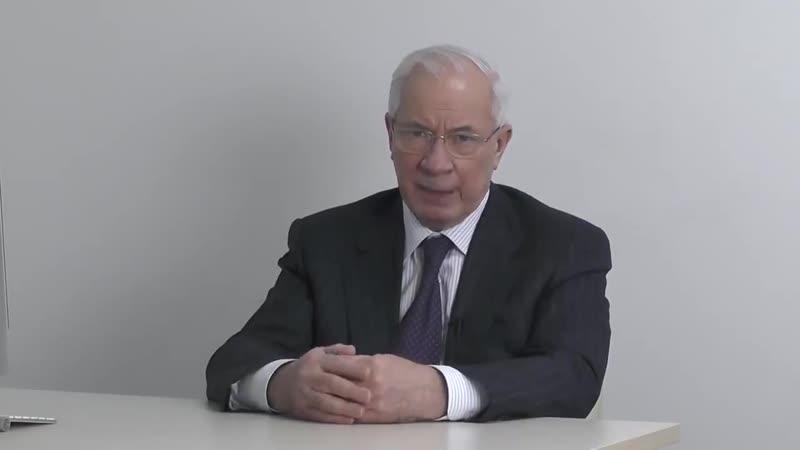 Азаров о бестолковых визитах Порошенко