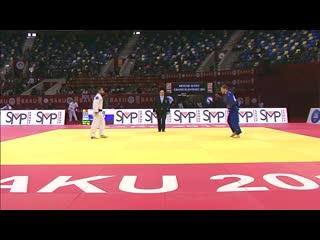 У дзюдоиста во время боя из кимоно выпал телефон - judoka disqualified for mobile phone.mp4