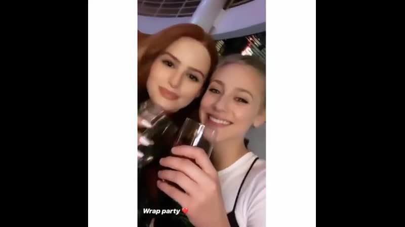 Лили на вечеринке