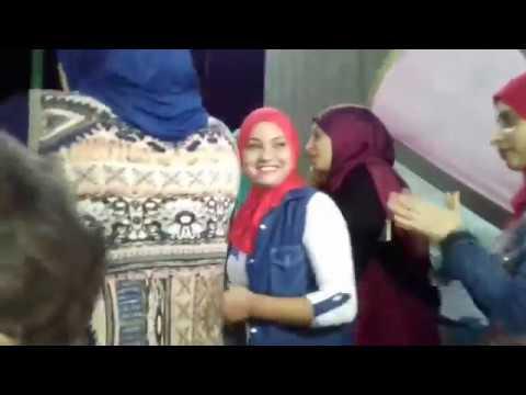 Arap Kızlarının Azgın Kıvranışları . Arap düğünündeki türbanlı kızlar
