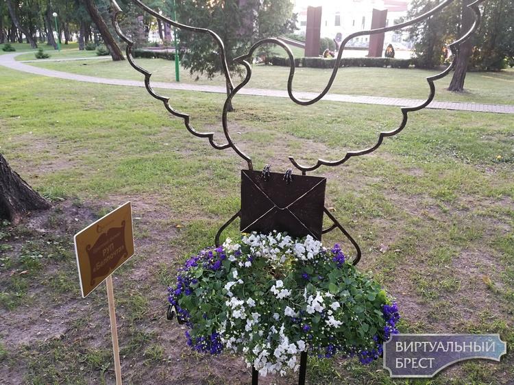 """Фестиваль-конкурс цветов """"Краски Бреста"""" проходит в брестском парке"""