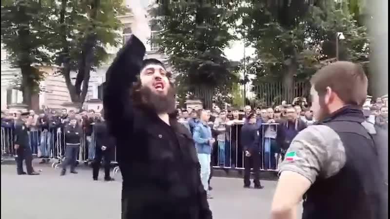 Мусора путинские сычклявые пидорасы,женщин только бить могут.