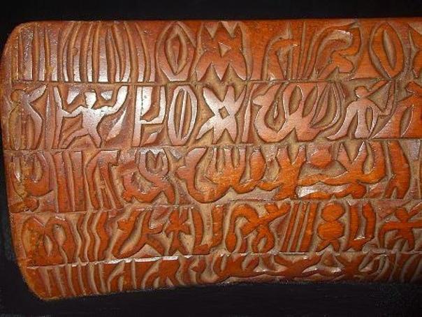 Нерасшифрованные письмена острова Пасхи обнаруженные в конце XIX века Остров Пасхи знаменит своими статуями, но, оказывается, там есть еще кое-что интересное. 24 деревянные таблички, на которых