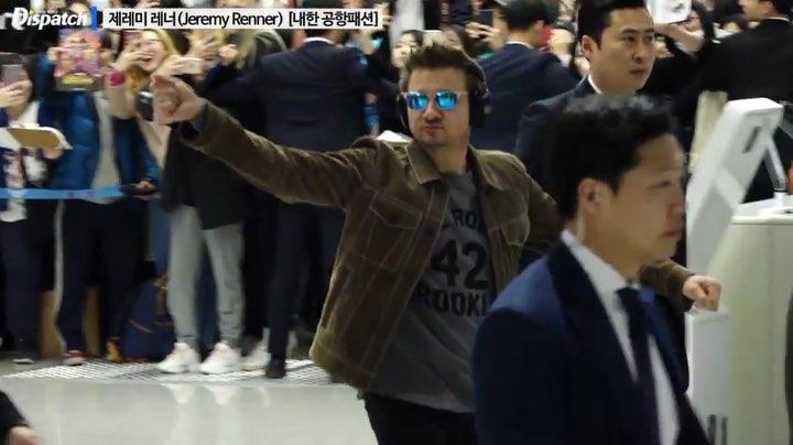 디스패치 인스타그램 official on Instagram 현장영상 친절한 호크아이 · · · 영화 어벤져스 캡틴마블 제레미레너 JeremyRenner 호크아이 Hawkeye 인천공항 내한 Avengers Endgame Marv