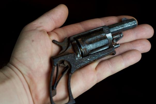 ЗАБЫТЫЙ ВЕЛОДОГ Во все времена существовали придуманные талантливыми людьми образцы оружия. Судьба их складывалась по-разному. Одни попадали на флаги и гербы государств, тогда как другие