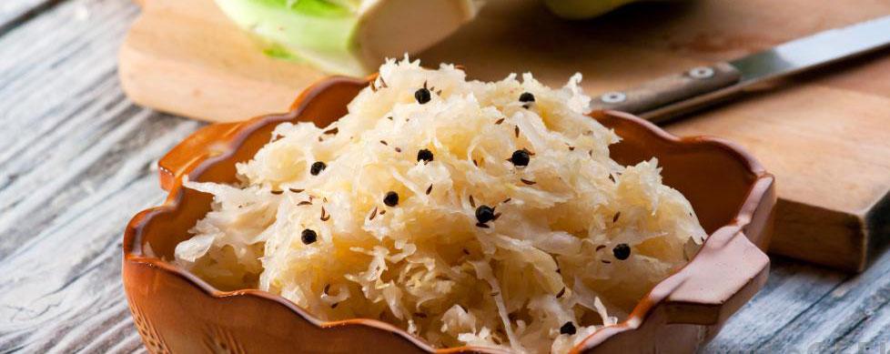 Квашеная капуста является популярным ферментированным овощем