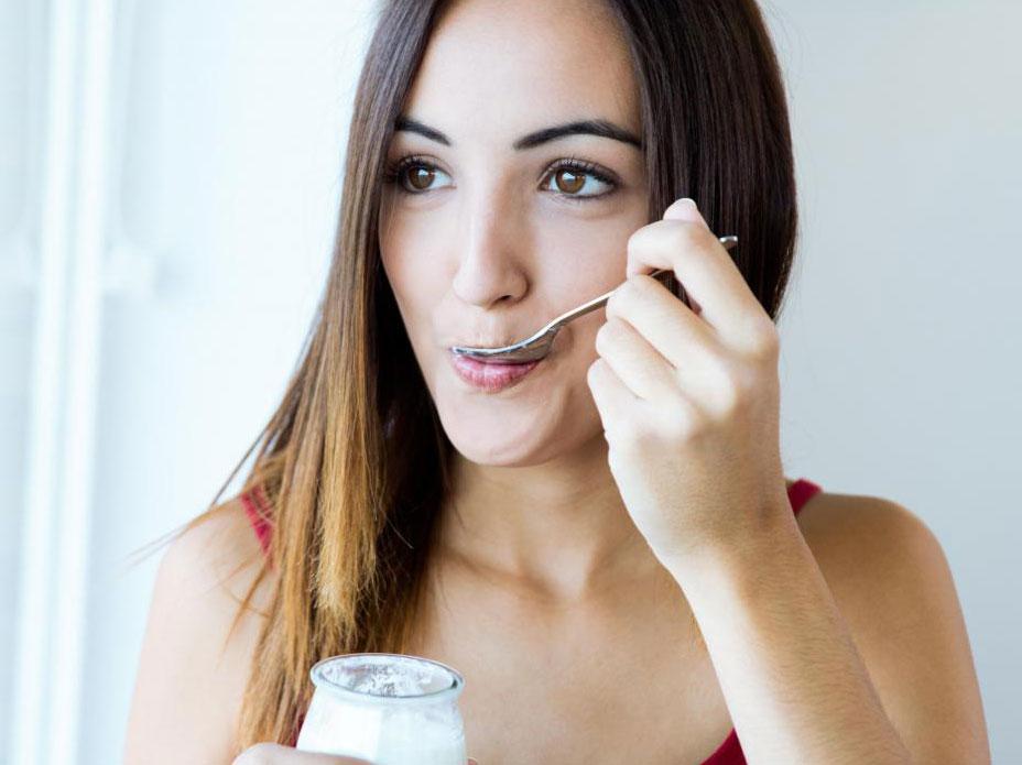 Йогурт - это ферментированная пища, которая подпадает под категорию молочных продуктов.
