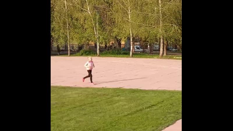 👸👣 доця бег весна daughter running spring