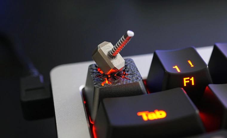 Кнопка с молотом Тора