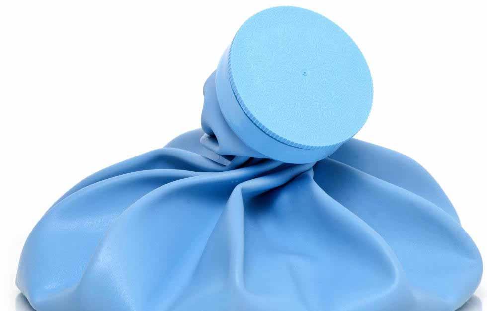 Пакет со льдом может помочь при боли после удаления зуба