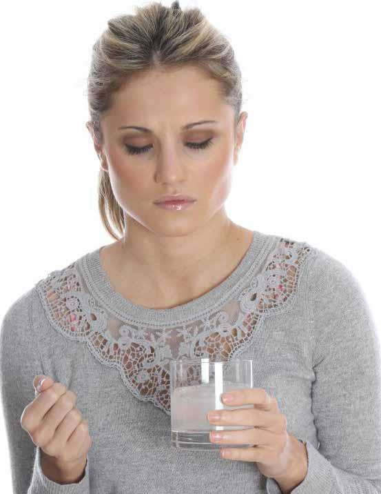 Многие стоматологи рекомендуют ополаскивать теплой соленой водой, чтобы предотвратить сухость десны..
