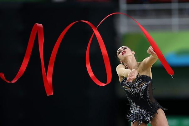 ИСТОРИЯ ХУДОЖЕСТВЕННОЙ ГИМНАСТИКИ Движение и танец всегда были для человека способами выразить эмоции и чувства. История возникновения гимнастики начинается в XIX веке во Франции благодаря
