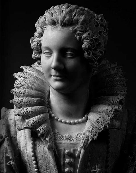 Скульптурный портрет Марии Дульиоли Барбенини, автор - Джулиано Финелли, Лувр, 1653 (Мария - итальянка, родная племянница 235 - го папы римского Урбана VIII, жила в XVII веке и умерла в возрасте