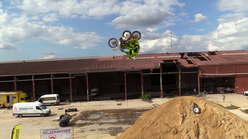 First ever backflip on dirt with a sidecar by Jason Vandaele and Birgen Beernaert