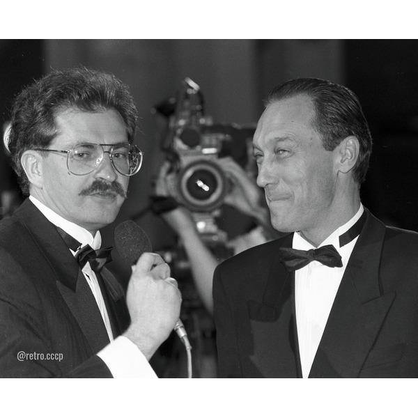 Влад Листьев, сегодня его день рождения Какую программу с ним вы смотрели Спасибо за и подпискуЭдуард Михайлович Сагалаев в узком кругу звал Влада Листьева Гусаром: «усы, несколько жен,
