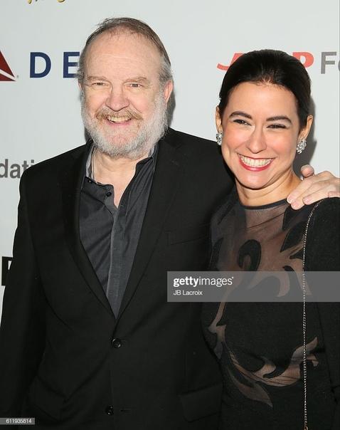 Джим Бивер и Сара Шпигель Вместе с 2016 года. Поженились в 2019 году.