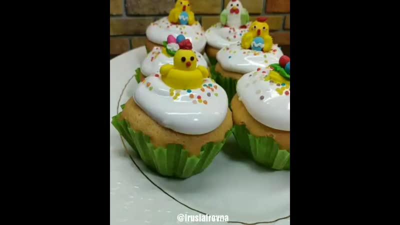 Кексы Светлая Пасха это нежные кексы с большой кремовой шапкой которые похожи на маленькие куличики Вкусное угощение для де