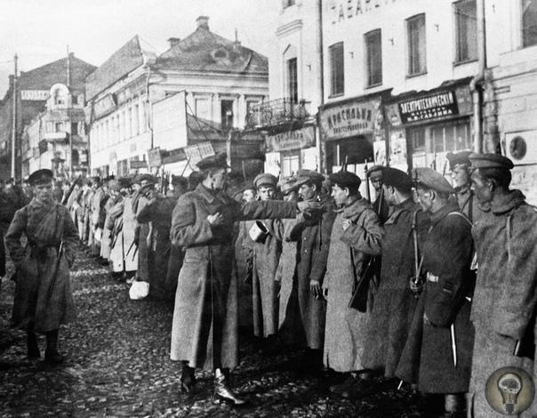 Александр Цюрупа интендант революции Александр Цюрупа возглавлял во время Гражданской войны наркомат продовольствия и руководил продразверсткой. В 1918 году подчиненным Цюрупы был Сталин. В мае