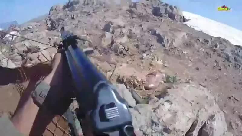 Ближний бой в горах северного Ирака (Автономный Курдистан). Курдский партизан убивает турецкого оккупанта