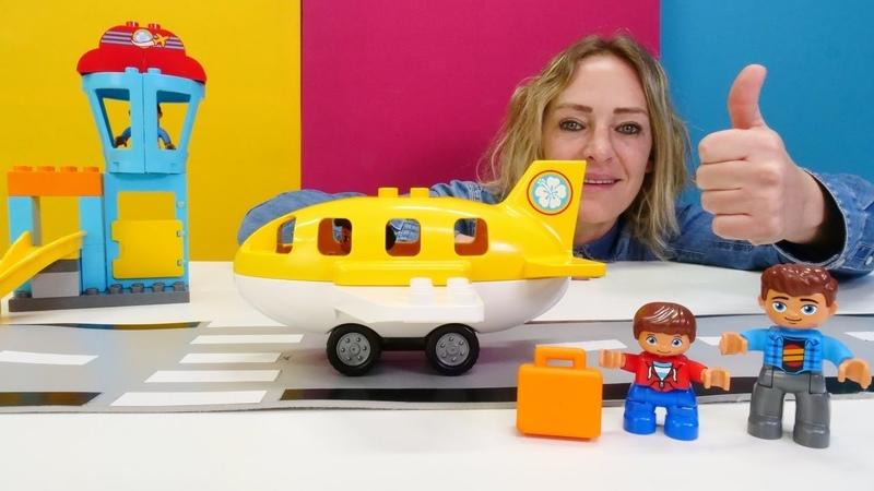 Lego oyunları. Nicole Lego Duplo ile havaalanı kuruyor.