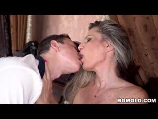 18yo guy vs mature woman - XVIDEOS.COM