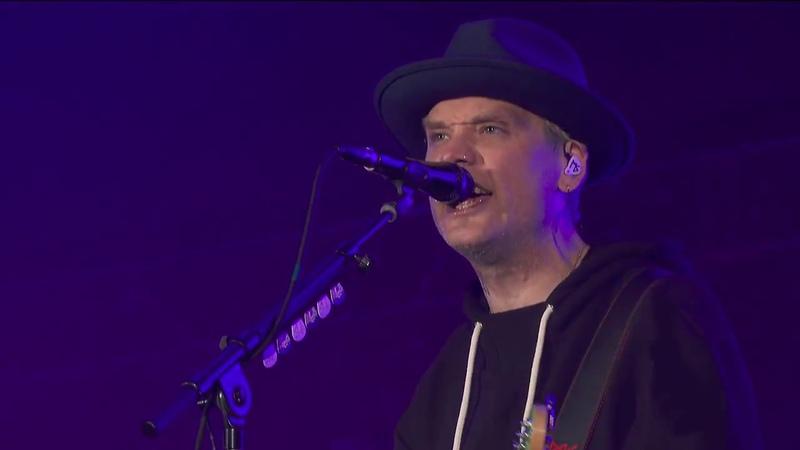 Blink-182 - live @ KROQ Weenie Roast 2018 [720p; PRO SHOT]