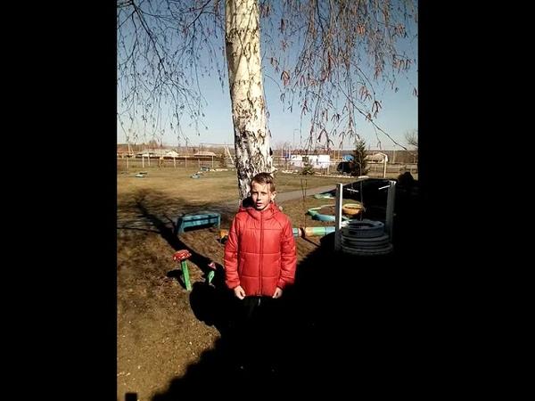 Ученик 2 класса Фёдор Лысов читает стихотворение С Маршака Снег теперь уже не тот