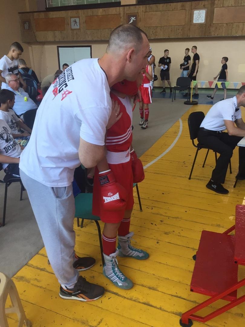 Команда из Антрацита стала лучшей в открытом турнире по боксу ко Дню защиты детей