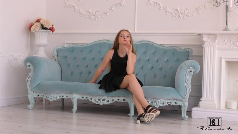 Model Ellys black dress present, catwalk, posing agency Brima.d