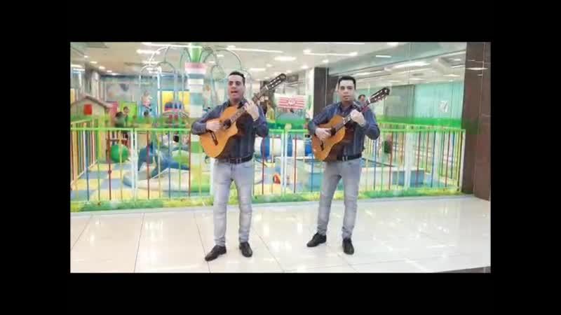 Выступление Duo Hermanos в ТЦ Атриум