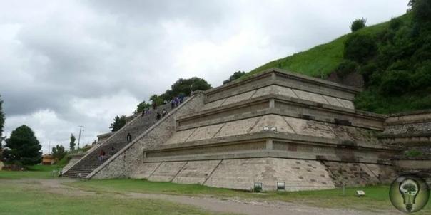 Мексика: археологи обнаружили пирамиду с драгоценными камнями Несколько лет назад археологи обнаружили в Мексике самую большую пирамиду на Земле. Она в 4 раза больше знаменитой пирамиды Хеопса.
