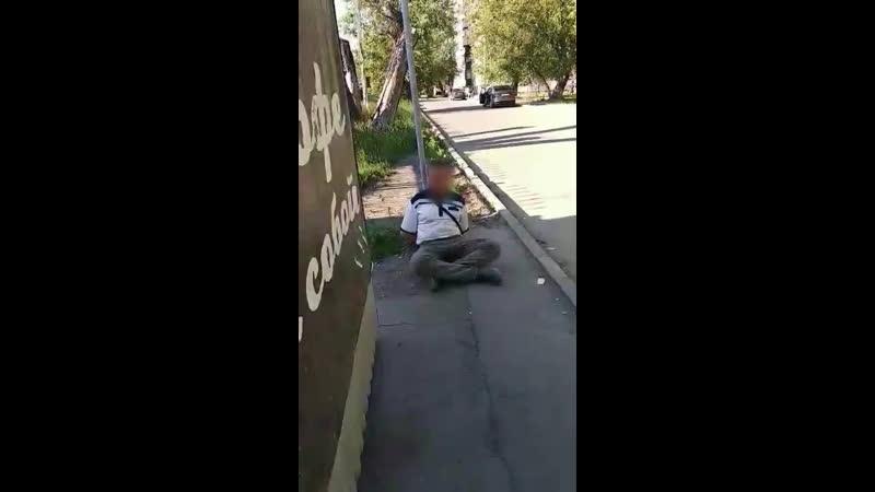 Пьяный агрессивный челябинец был задержан 20 июня бойцами ЧОП Варяг в магазине Таврия на улице Гражданской.