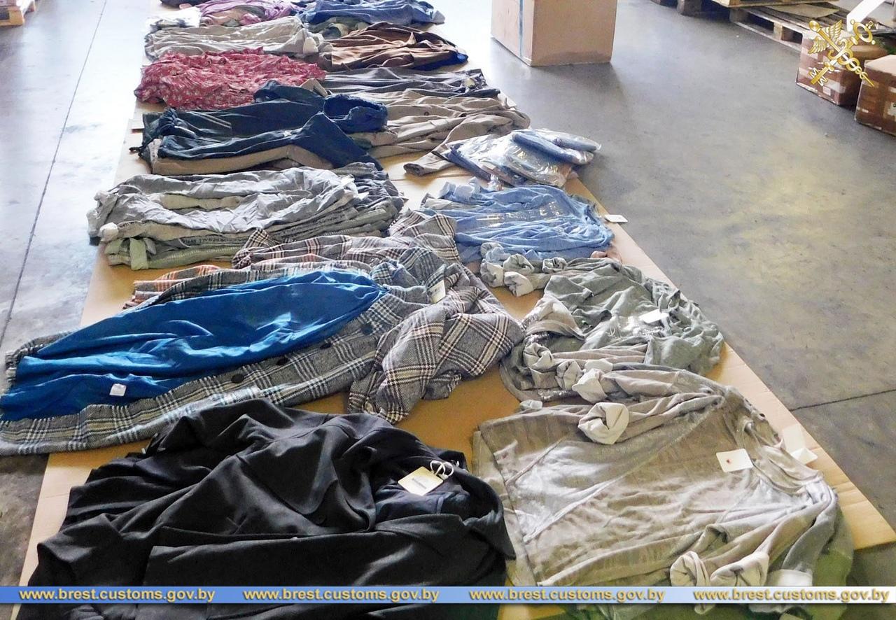 Брестские таможенники выявили в одном из автопоездов 9,5 тысяч «лишних» единиц товара