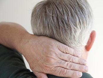 Лечение может быть необходимо для облегчения боли в шее, связанной с тяжелым стенозом позвоночника.