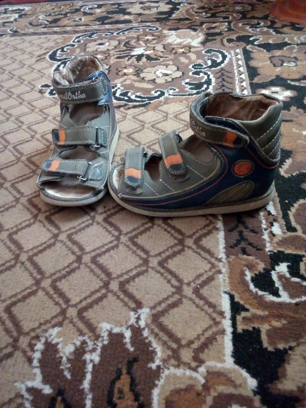 Продам сандалики 26р,и кросовки 27р, 300пара,тел,0721591464,мтс 0501709861