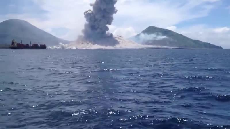Вот так выглядит извержение вулкана. Наглядно про разницу между скоростью света и скоростью звука