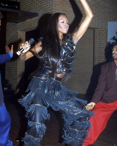 Супермодели 90-х на вечеринке