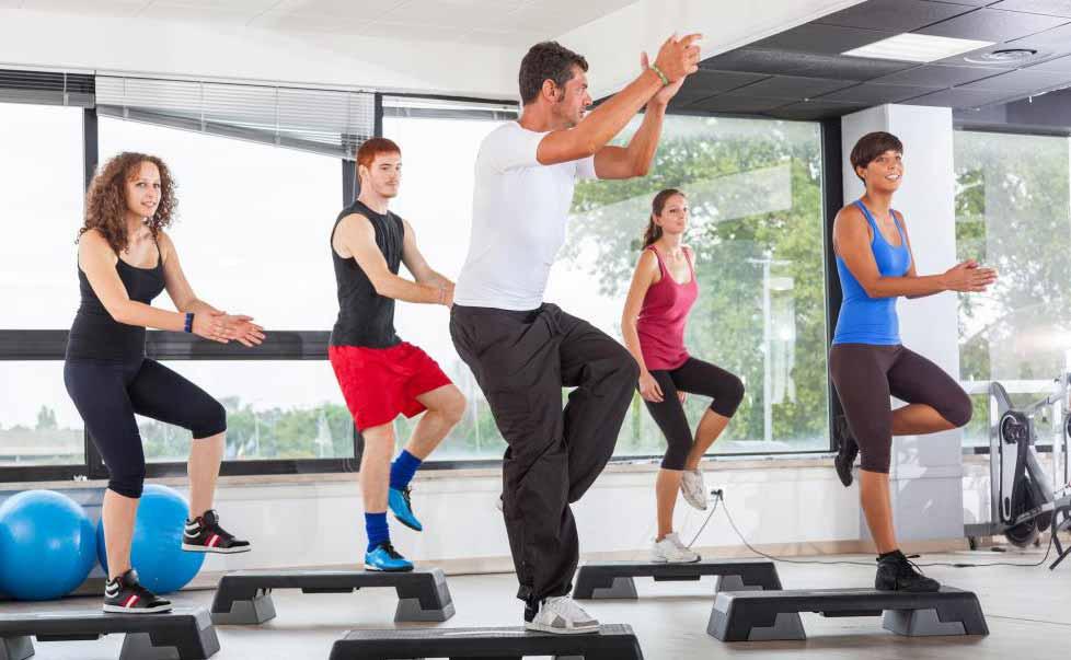 Многие фитнес-клубы предлагают групповые занятия с различными тренировками.