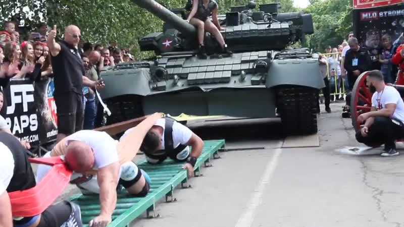смогли только втроем сдвинуть с места танк Т-80БВ, массой почти 44 тонны