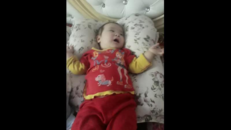 Айнара 1 жас