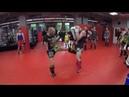 Как научиться бить ногами серии ударов парная работа в клубе KLETKA