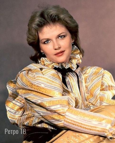 Александра Яковлева, сегодня ее день рождения В каких фильмах она вам запомнилась больше .Спасибо за и подписку.На съемках фильма «Чародеи» Яковлева доводила до скандала даже терпеливого Гафта.