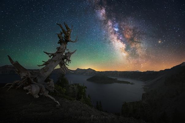 Млечный Путь над кратерным озером Крейтер, Орегон, США