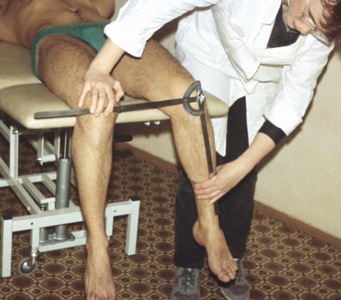 Проверка подвижности суставов сидя