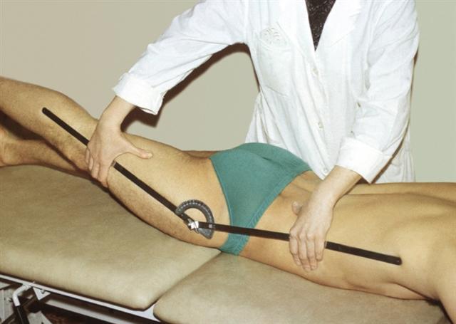 Проверка подвижности суставов лежа