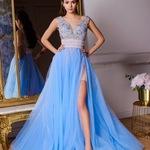 33a5574ac0945f7 Платье с разрезами и расшитым вручную лифом (Голубой). 19 900 руб.