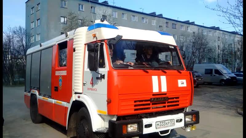 Спасатели прибыли на место пожара